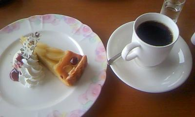 洋梨のタルト&ホットコーヒー
